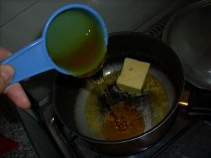 vertiendo syrup