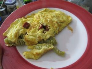 omelette de fideos y húngaras